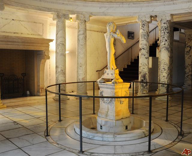 met-marble-statue-2009-10-5-14-13-45